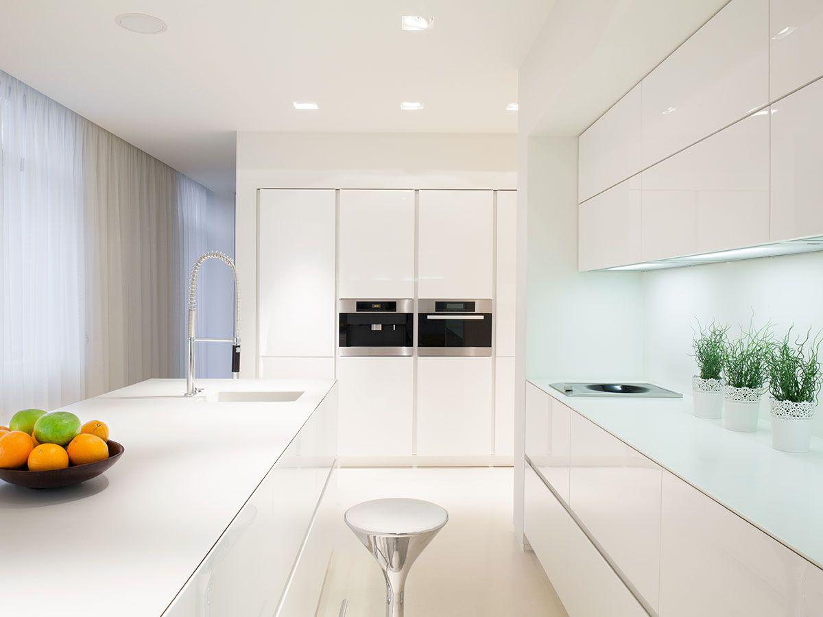 Cavill Avenue kitchen: All-white island, white glass splashback ...