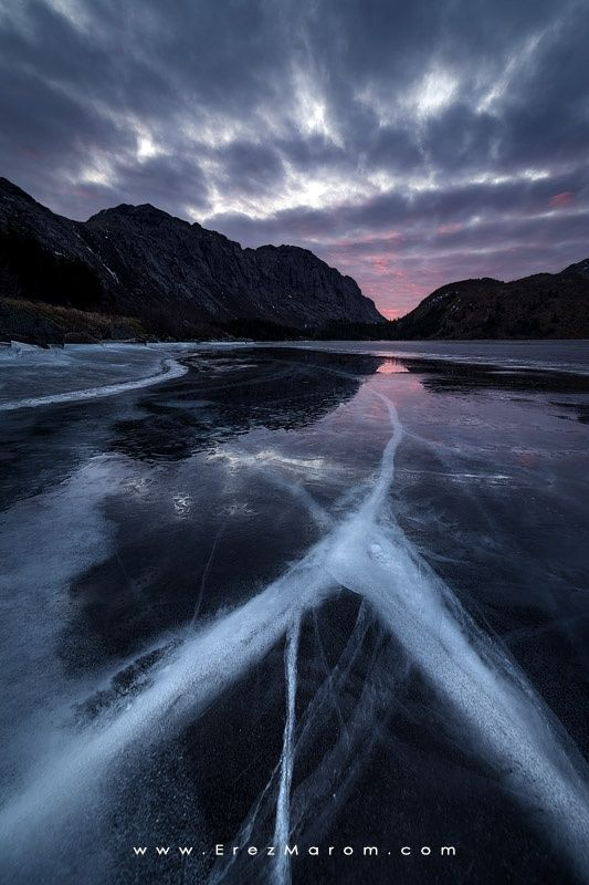 Cracked Ice, Cracked Skies - A large crack in the frozen surface of Storvatnet…