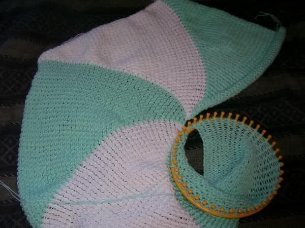 How To Loom Knit A Round Blanket In Search Of The Cutest Baby