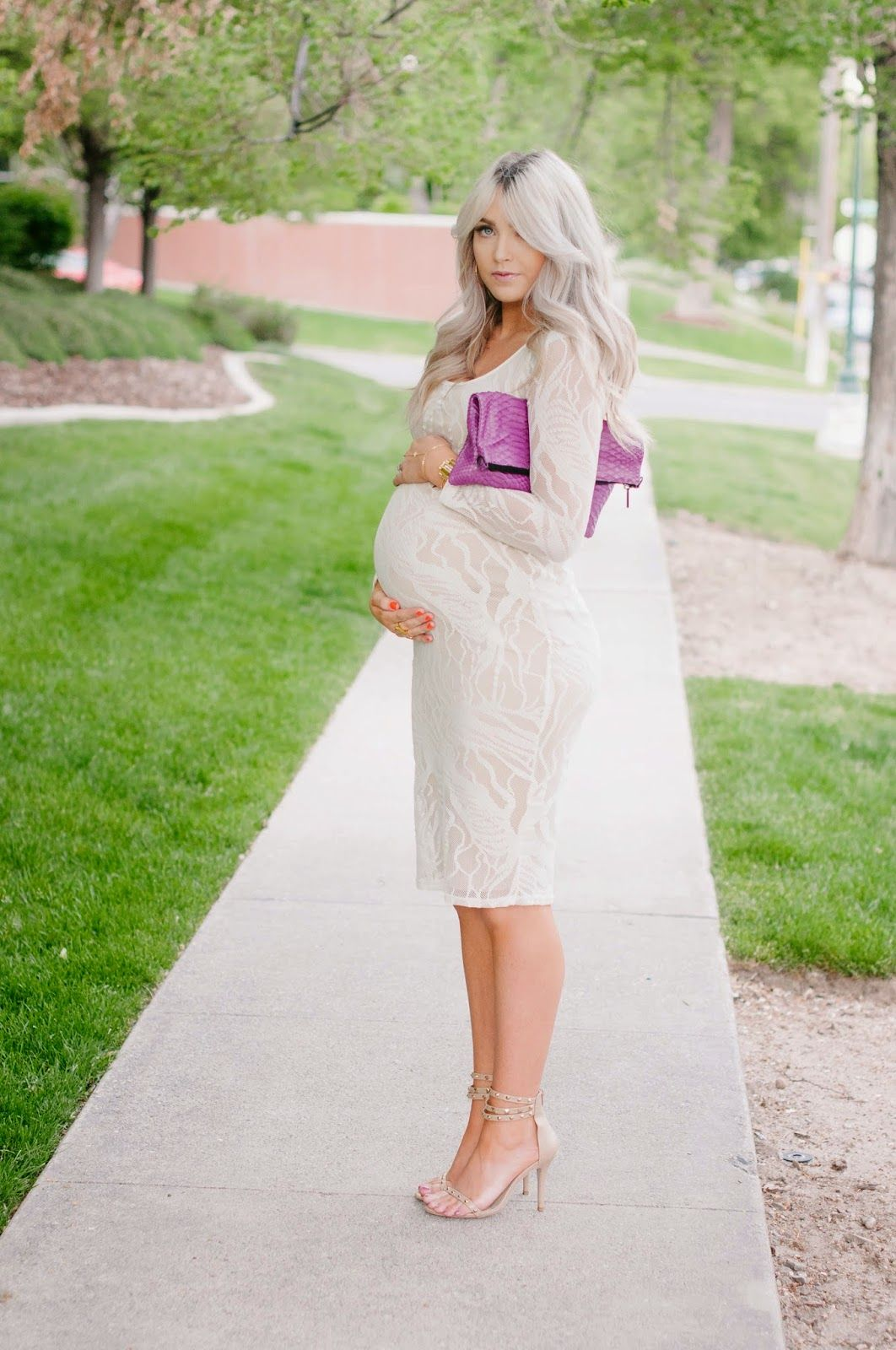 Cara Loren Kleider Babyparty Outfit