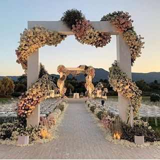 Photo of Throwback Thursday: The Marriage of Barack and Michelle Obama + 90s Wedding Fashion |Munaluchi Bride