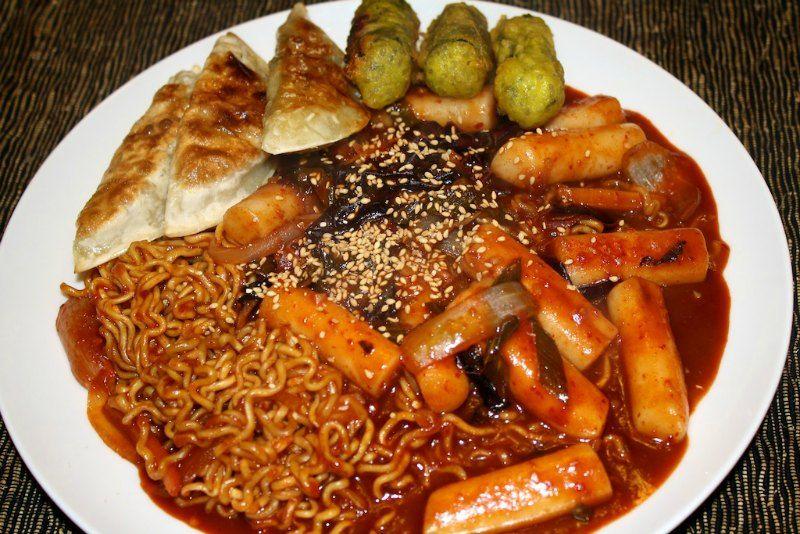 Ddeokbokki Korean Rice Cakes With Ramen