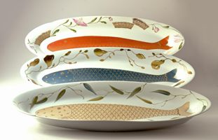 Serving dishes - 59 cm long.