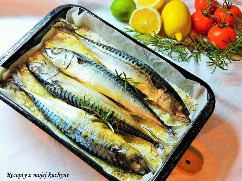 Makrela pečená na citrónovo-rozmarínovej soli: makrela Radoma od Ryba Žilina (4 ks), morská soľ hrubozrnná (1kg), kôra z 2 bio citrónov