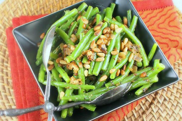Thanksgiving recipe: Green beans with caramelized shallots and pine nuts - CSMonitor.com