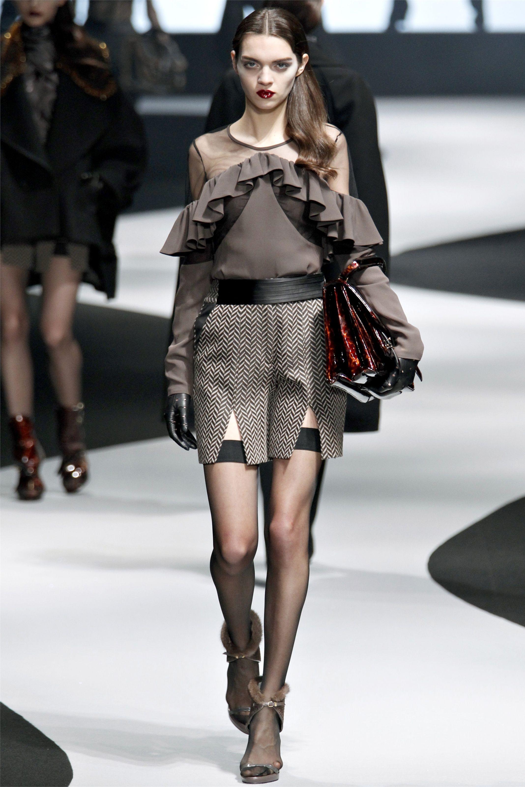 Sfilata Viktor & Rolf Parigi – Collezioni Autunno Inverno 2012-13 – Vogue