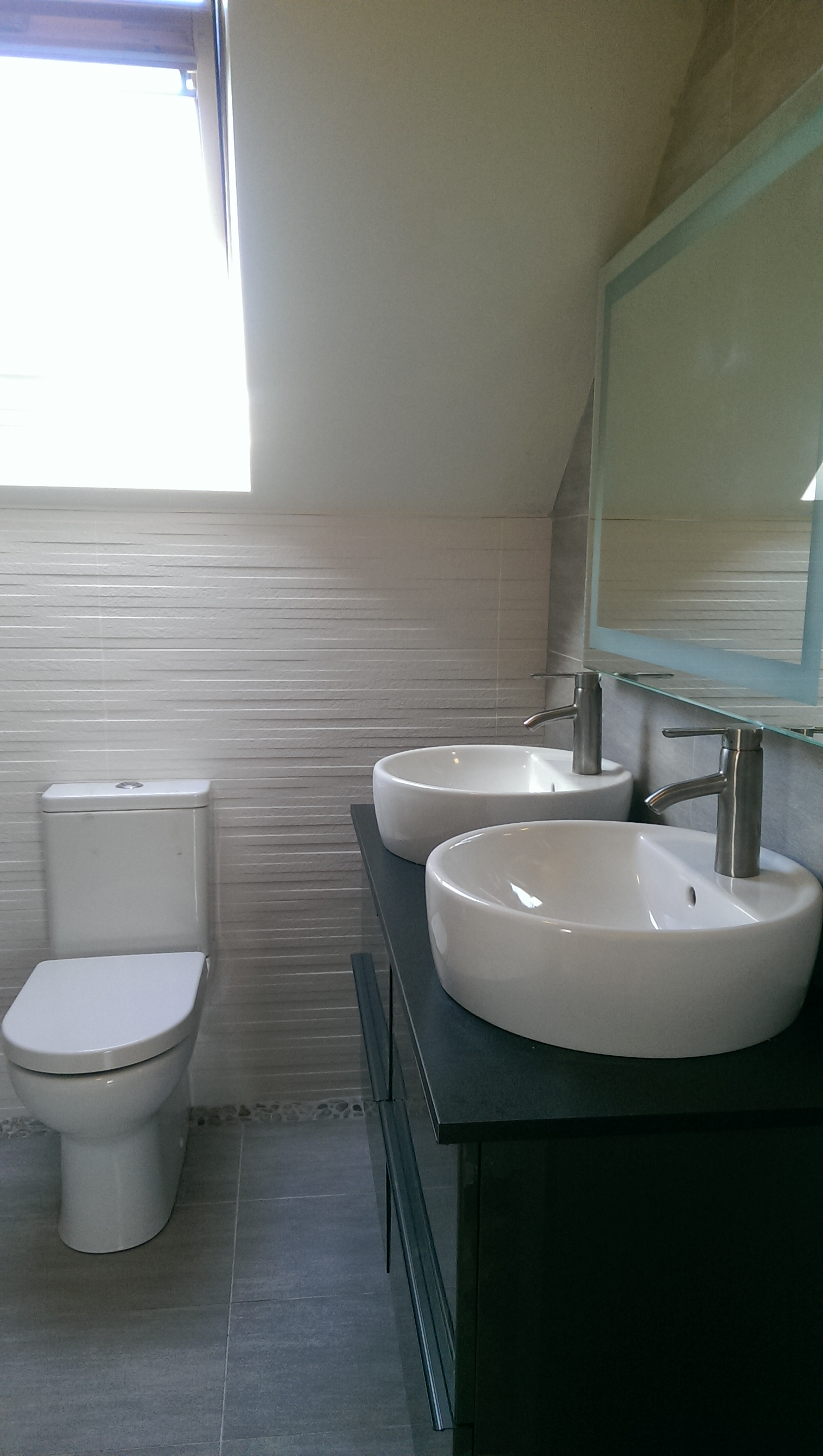 Grey bathroom, dual sink, pebble border | toilet | Pinterest | Grey ...