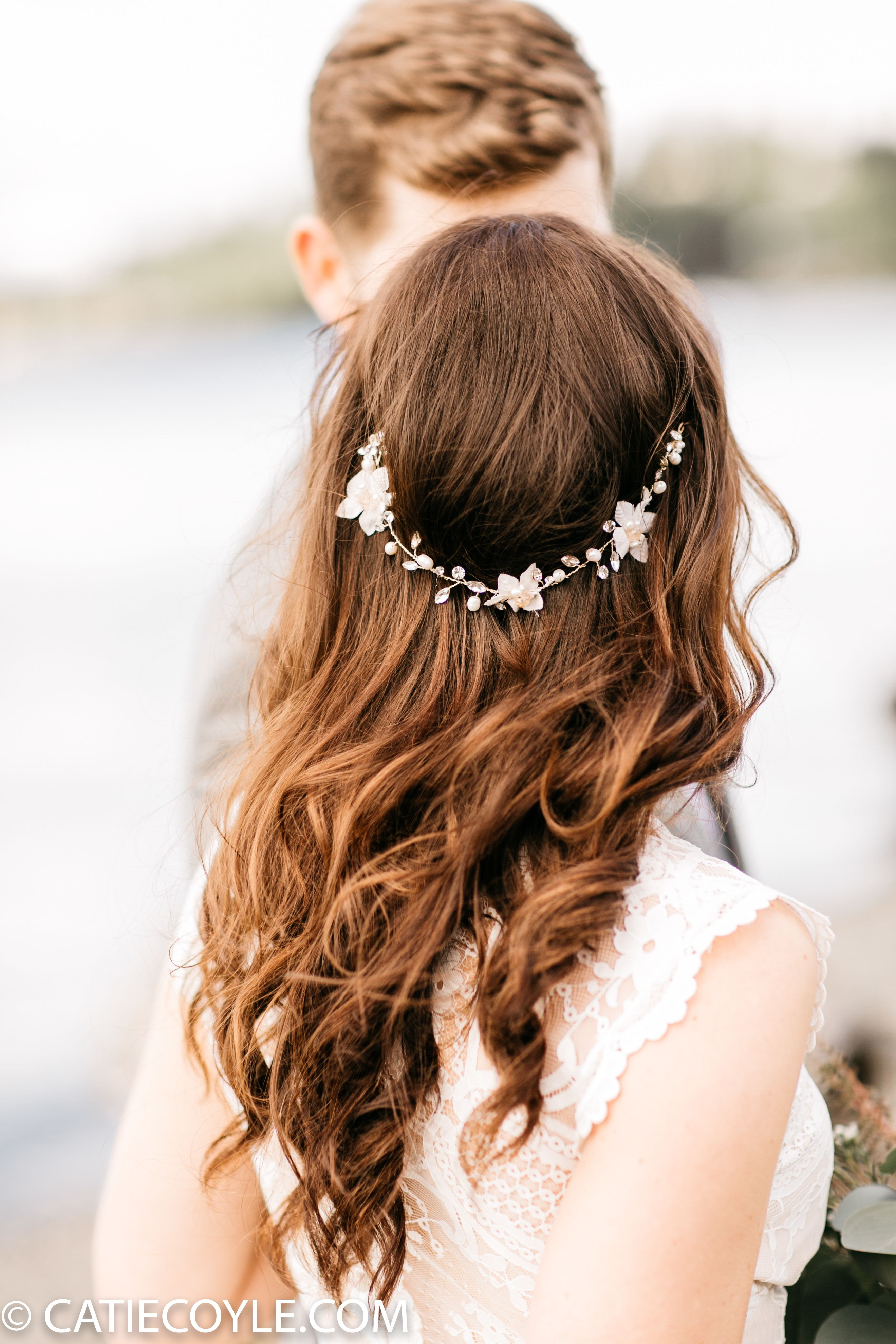 Boho Bridal Hair In 2020 Country Wedding Hairstyles Boho Bridal Hair Bridal Hair