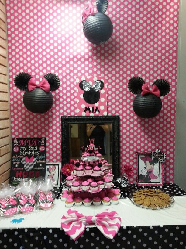 Minnie Mouse Cake Table With Images Minnie Mouse Cake Minnie