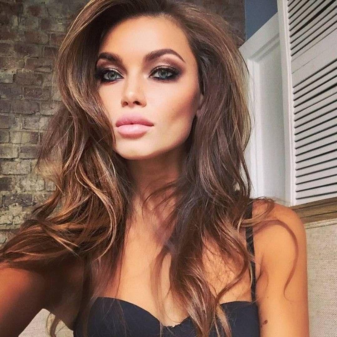 A cara do verão: pele perfeita, tons terrosos e muito bronze! Adoramos essa make da @ulianaberdysheva!