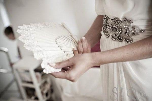 Novias con las manos ocupadas: inspiración para el look de tu gran día