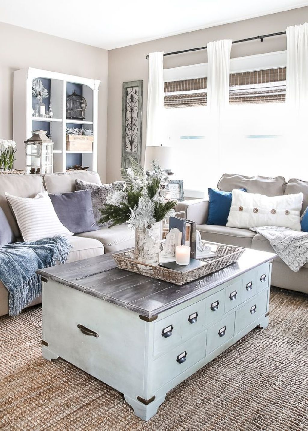 With easy breezy beach style decorating you can get all the ambiance of  day at without setting foot outside house also pin by home decor coastal on in rh pinterest