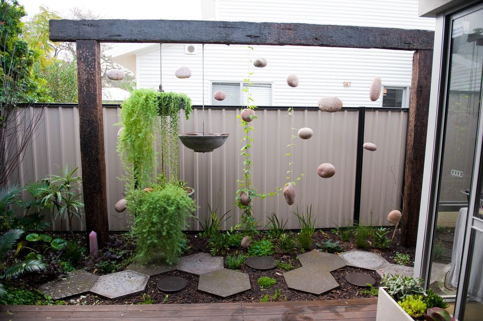 I love this metal fencing and an attractive way to