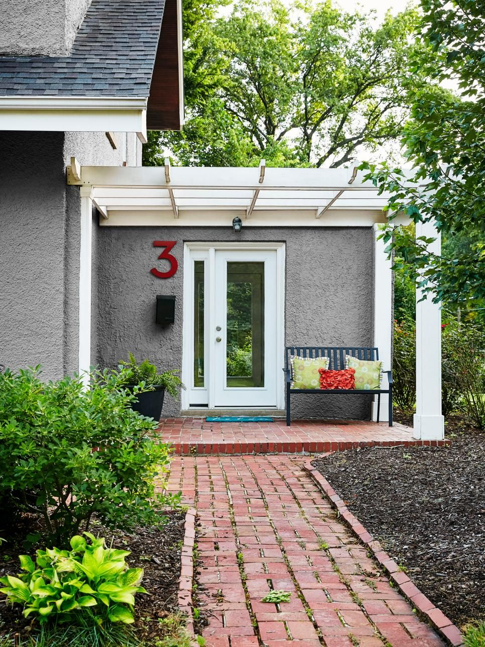 Steal inspiring curb appeal ideas from these