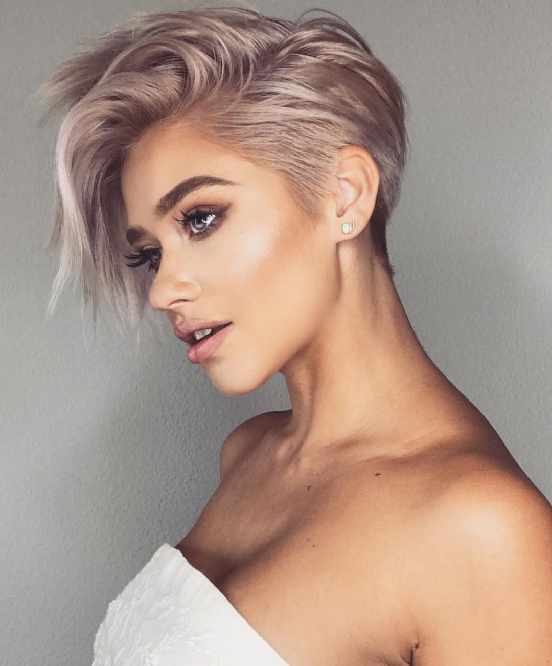 10 Trendy Very Short Haircuts For Female Cool Short Hair Styles 2020 Very Short Haircuts Hair Styles Very Short Hair