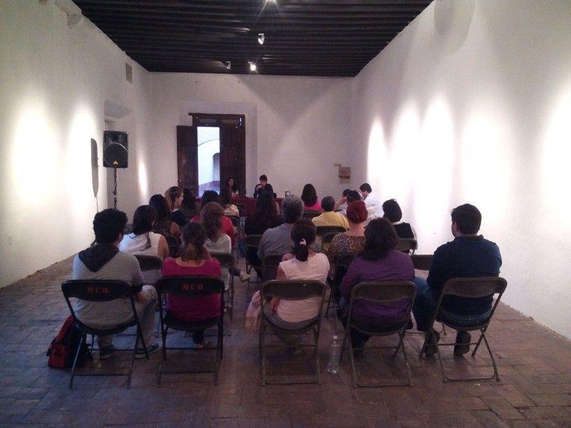 """Presentación de """"A la luz de los almendros"""" de Claudia Flores en el Museo de la Ciudad, Qro."""