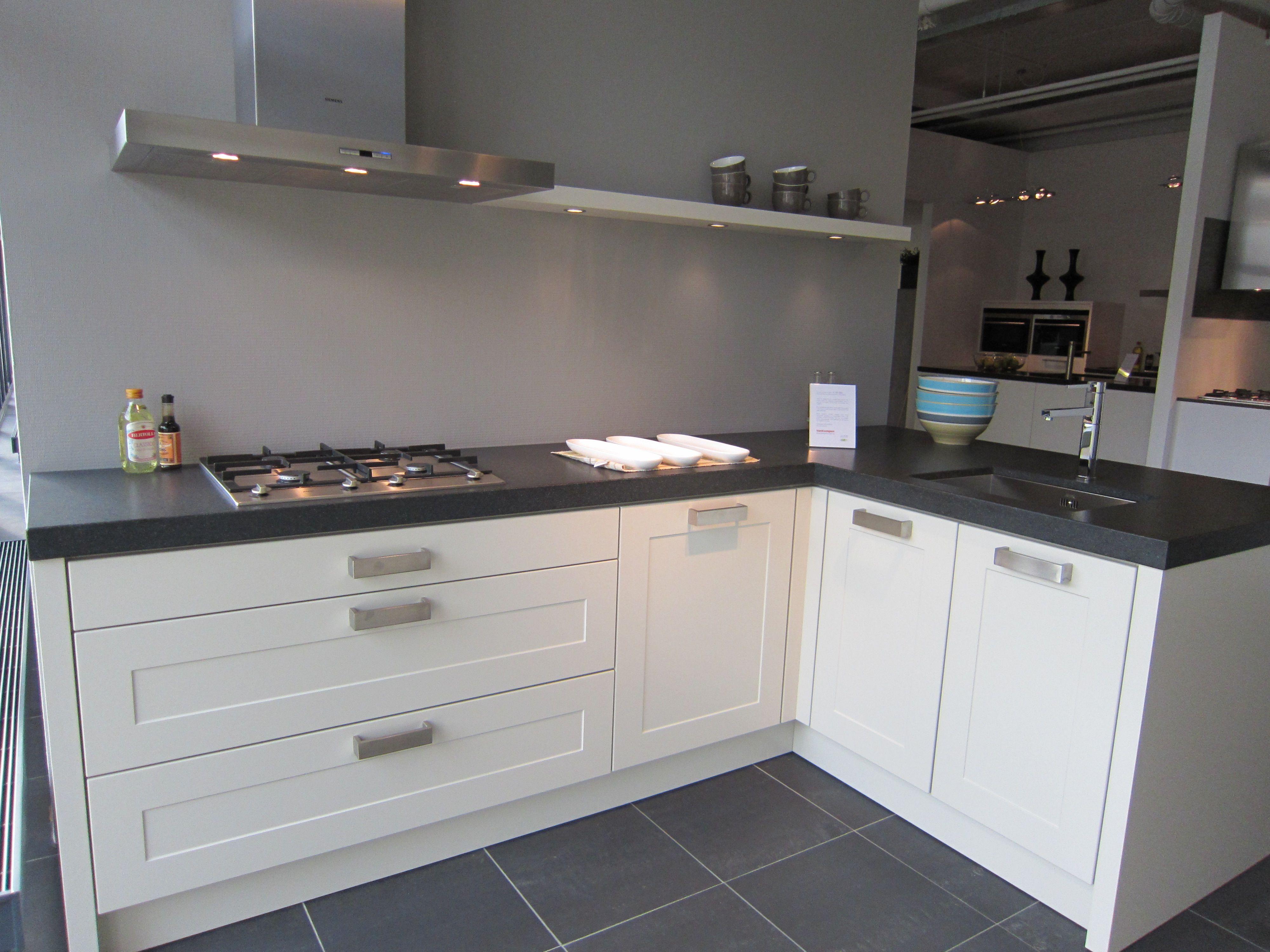 strakke plank met verlichting | keuken | Pinterest