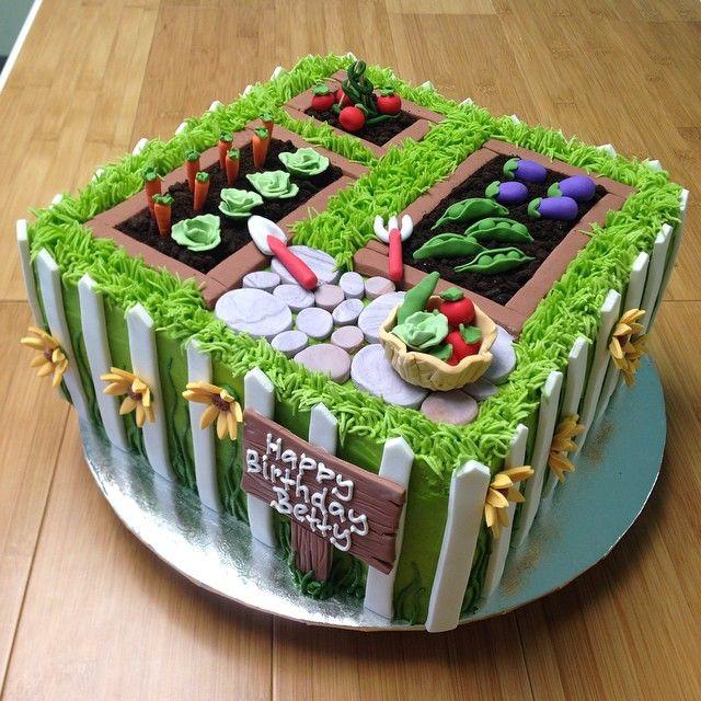 #gardencake #gardening #birthdaycake #customdesserts #cake #louisvilledesserts #sugarmamas #veggies #flowers #gardenlove #kyproud
