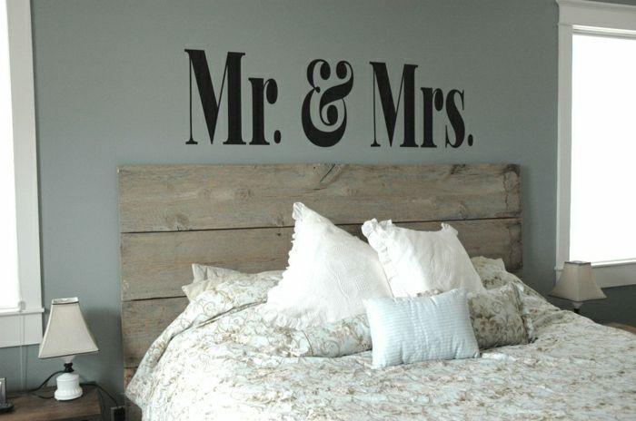 Lit en bois massif dans la chambre coucher moderne - Chambre a coucher moderne en bois massif ...