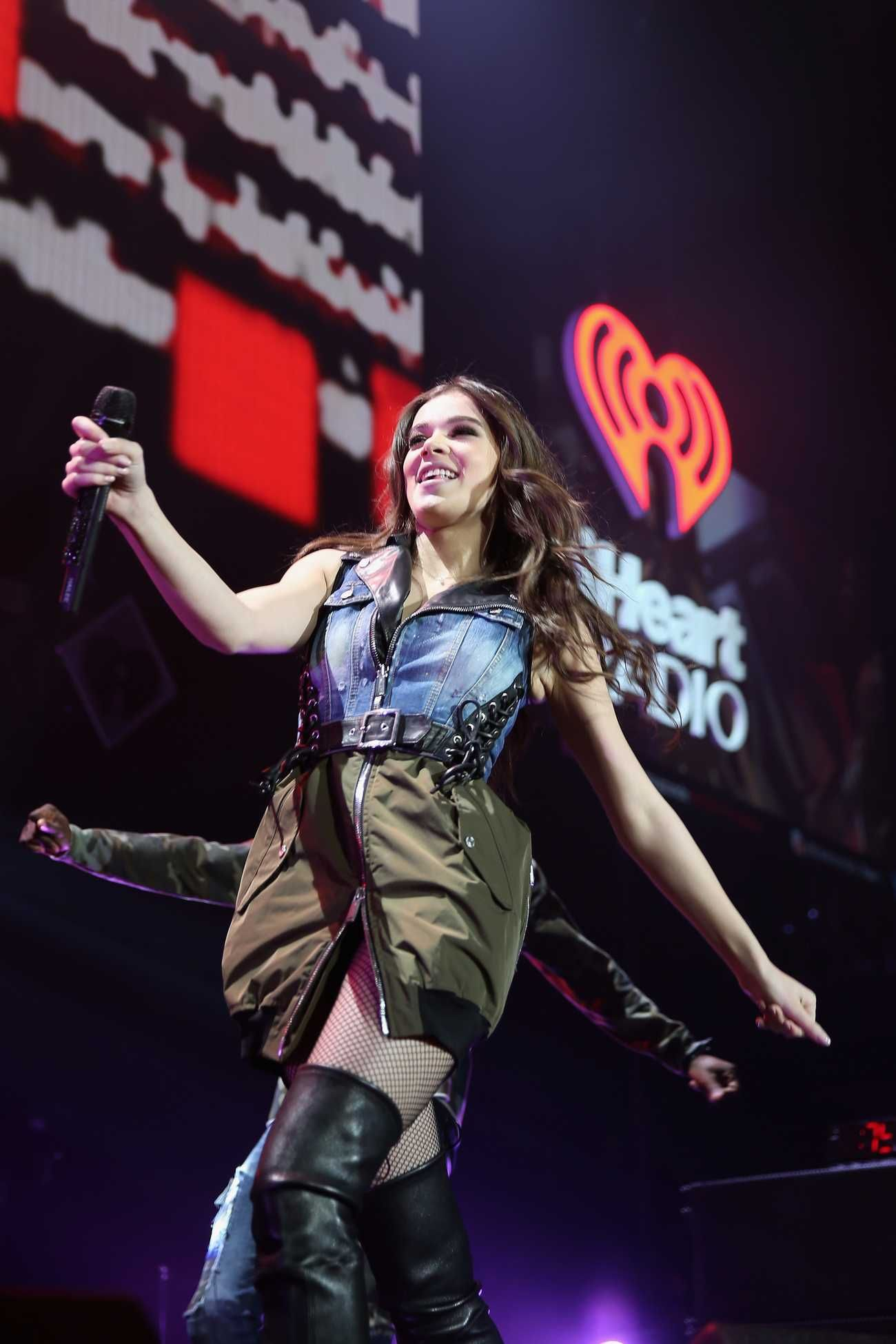 Hailee Steinfeld Performing At 103 5 Kiss Fm S Jingle Ball 2016