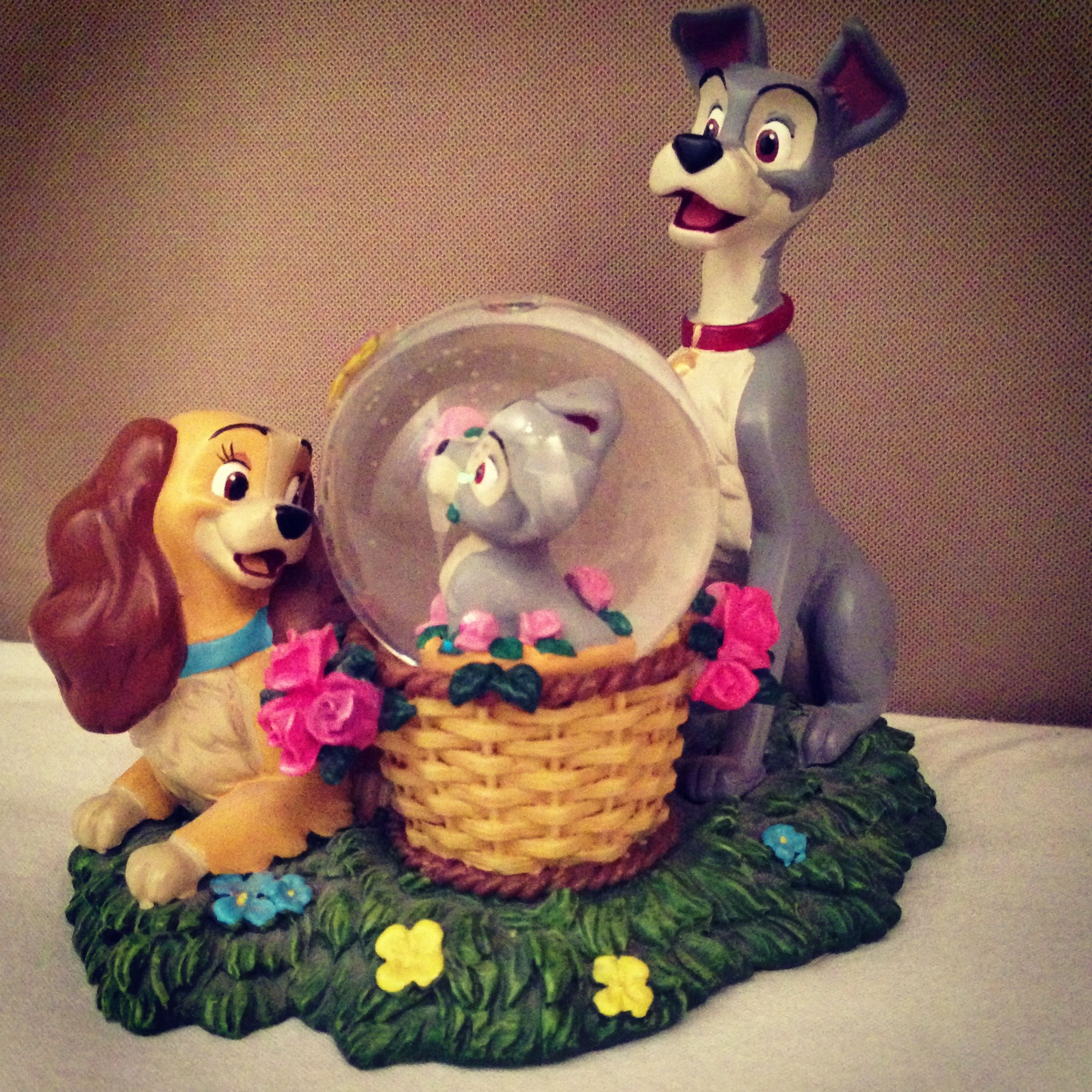 Disney Lady and the Tramp Snow Globe