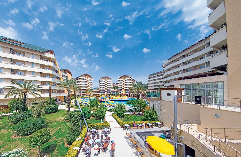 Alaiye Resort Hotel, Akdeniz'in incisi Alanya'da benzersiz konumu ve bembeyaz dalgalara karşı müthiş manzarası ile sizleri bekliyor.  bit.ly/mngrurizm-alaiye-resort-spa-hotel  #mngturizmle #erkenrezervasyon #alanya #antalya
