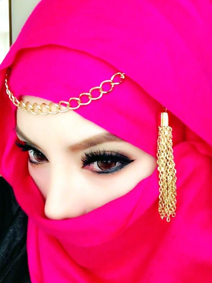 beautiful eyes ma the scarf too looks awesome �� muslima