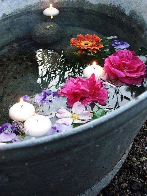Déco jardin : bassine en zinc avec fleurs et bougies ...