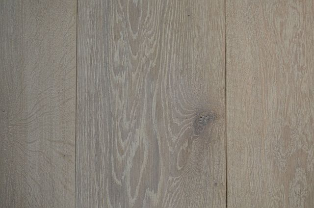 Eiken vloer rustige houtsoort vlamtekening in het hout de