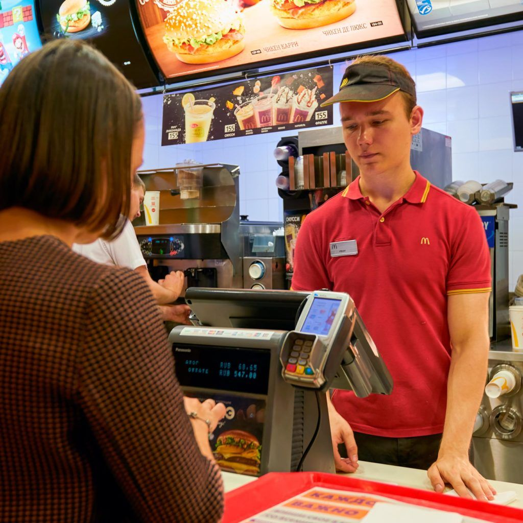 8 Polite Habits That Fast Food Employees Secretly Dislike