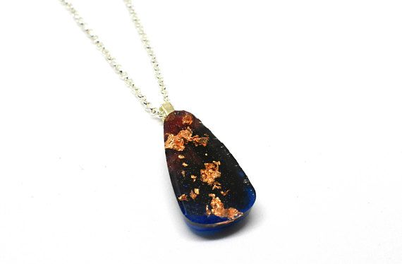 Copper Flakes in Resin Necklace / Teardrop Necklace / Colored  #coloredresin #jewelry #womansjewelry #marbledresin #copperflakes #resin #necklace #pendant #blue #red #black