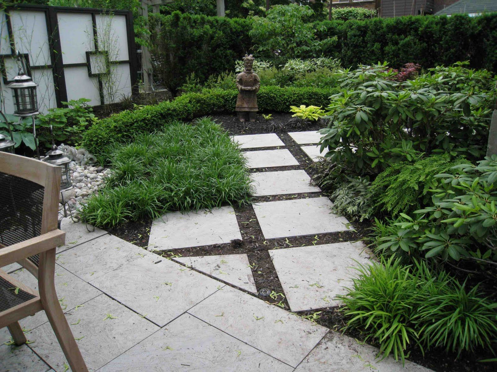 use of pavers in mulch shade and circles pinterest crazy