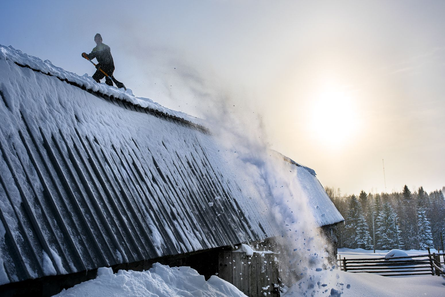 Lumenpudottaja. Snow. Extreme. Outdoor.  Photo by Mikael Ahlfors.