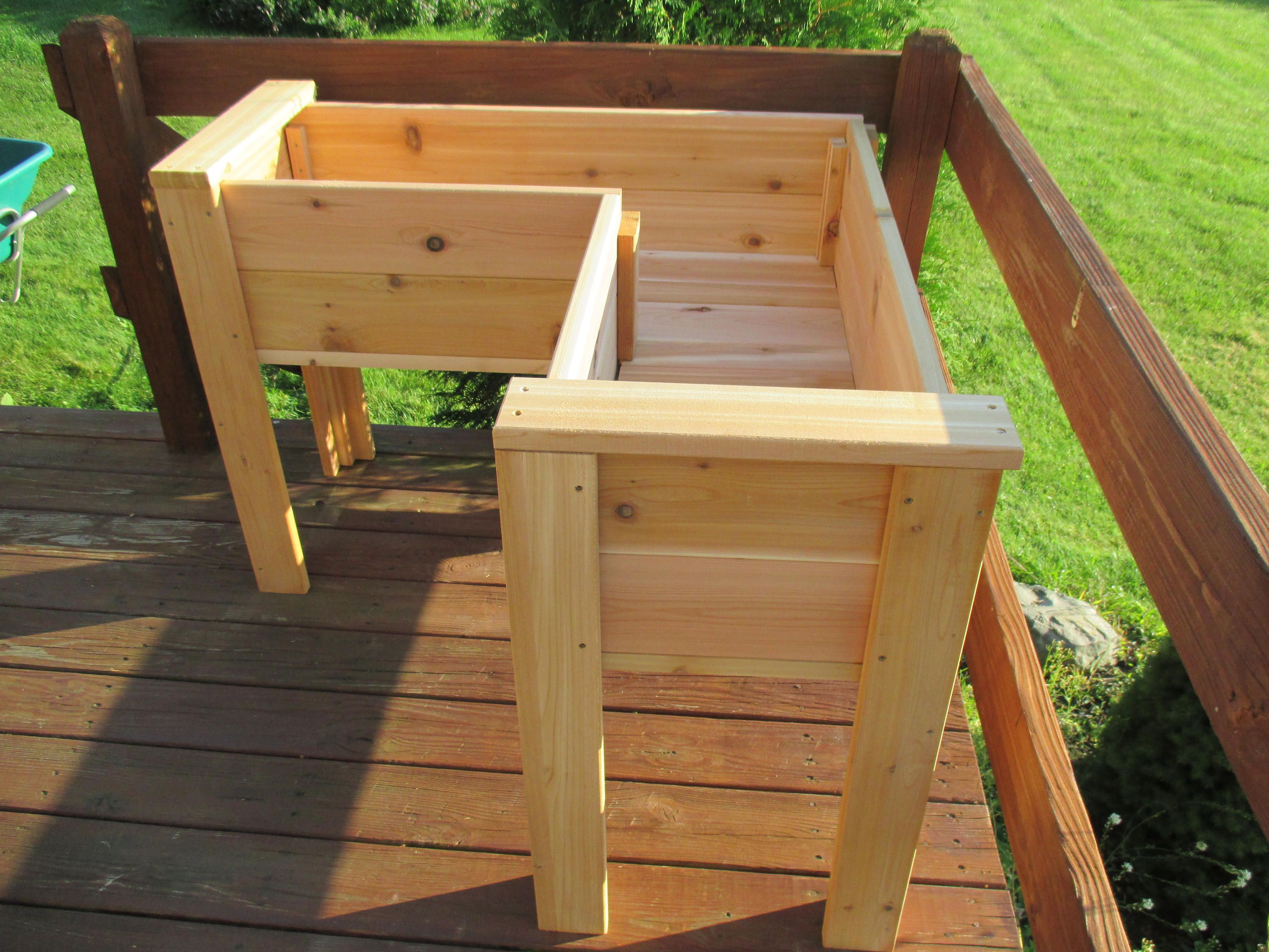 This Diy Elevated Planter Box Is Raised Up Off The Ground So You Can Have Your This Diy Elevated P Elevated Planter Box Garden Planter Boxes Garden Boxes Diy