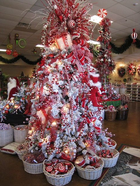 Pin By Di Terrazas On I Love Christmas Holiday Christmas Tree Christmas Decorations Christmas