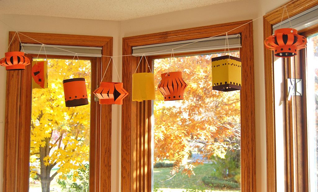 Why don't the paper lanterns I make ever look this nice?  I'll try again in the fall!