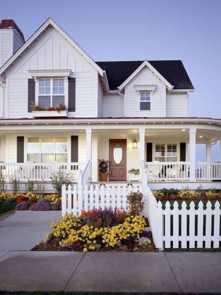 59 Best Stunning Farmhouse Porch Decoration Ideas Page 12 Of 59 Modern Farmhouse Exterior House Exterior Traditional Exterior