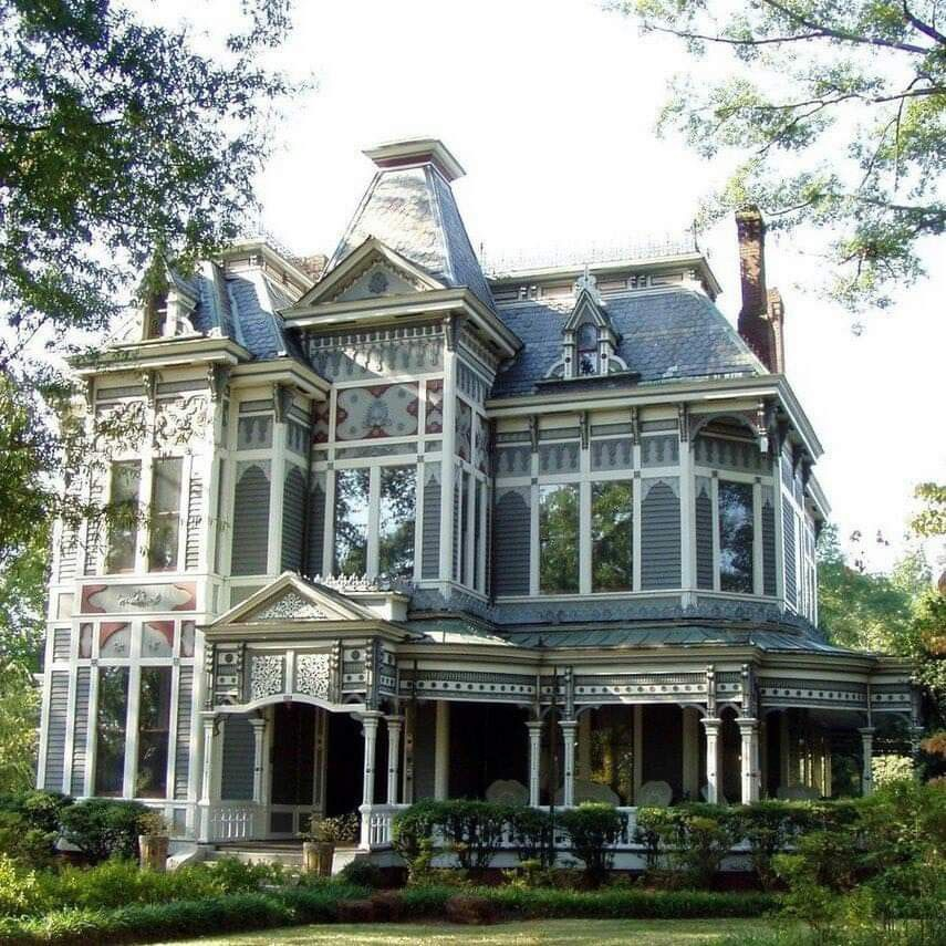 Pin By Shannon Lyne On Amazing Places Victorian Homes Exterior Modern Victorian Homes Old Victorian Homes
