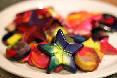 diy christmas crayons - what a great holiday idea to pass time and give the kids a fun new way to create!!!