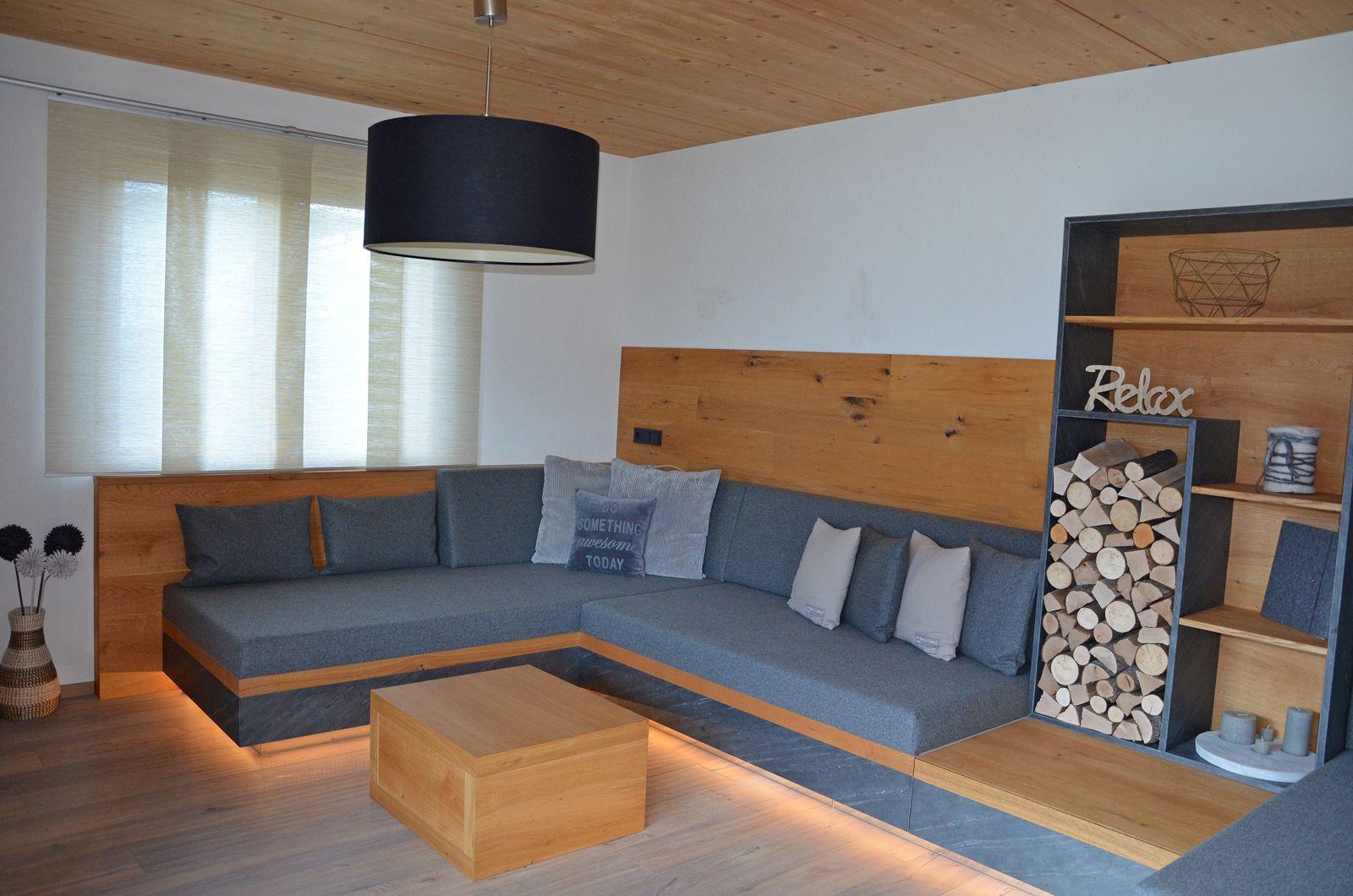 Tischlerei Buchauer: Wohnzimmer in Eiche geölt, kombiniert mit