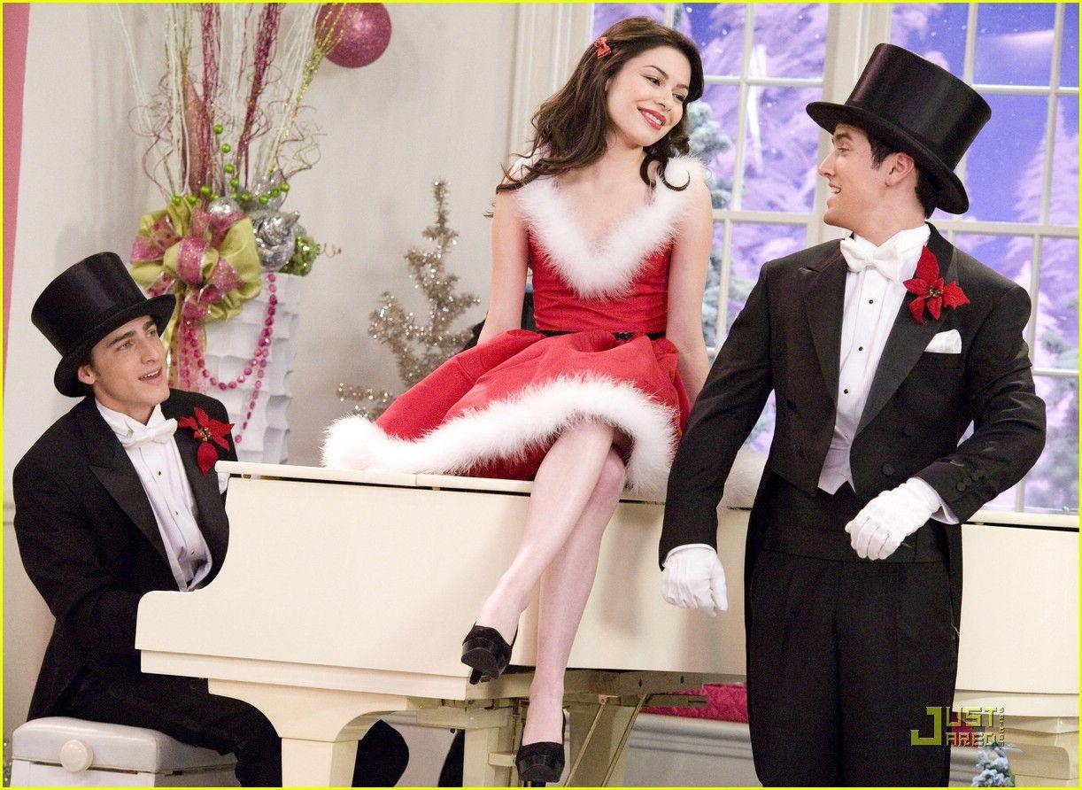 miranda cosgrove big time christmas photos beautiful christmas big time christmas se estrena el sabado - Big Time Rush Beautiful Christmas