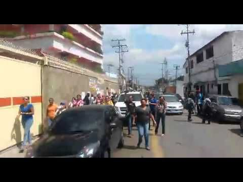 Asi los Padres ACTIVOS sacaron a representantes del ministerio del Colegio Santa Rosa en el EDO CARABOBO y no les aplicaron la consulta!!!!