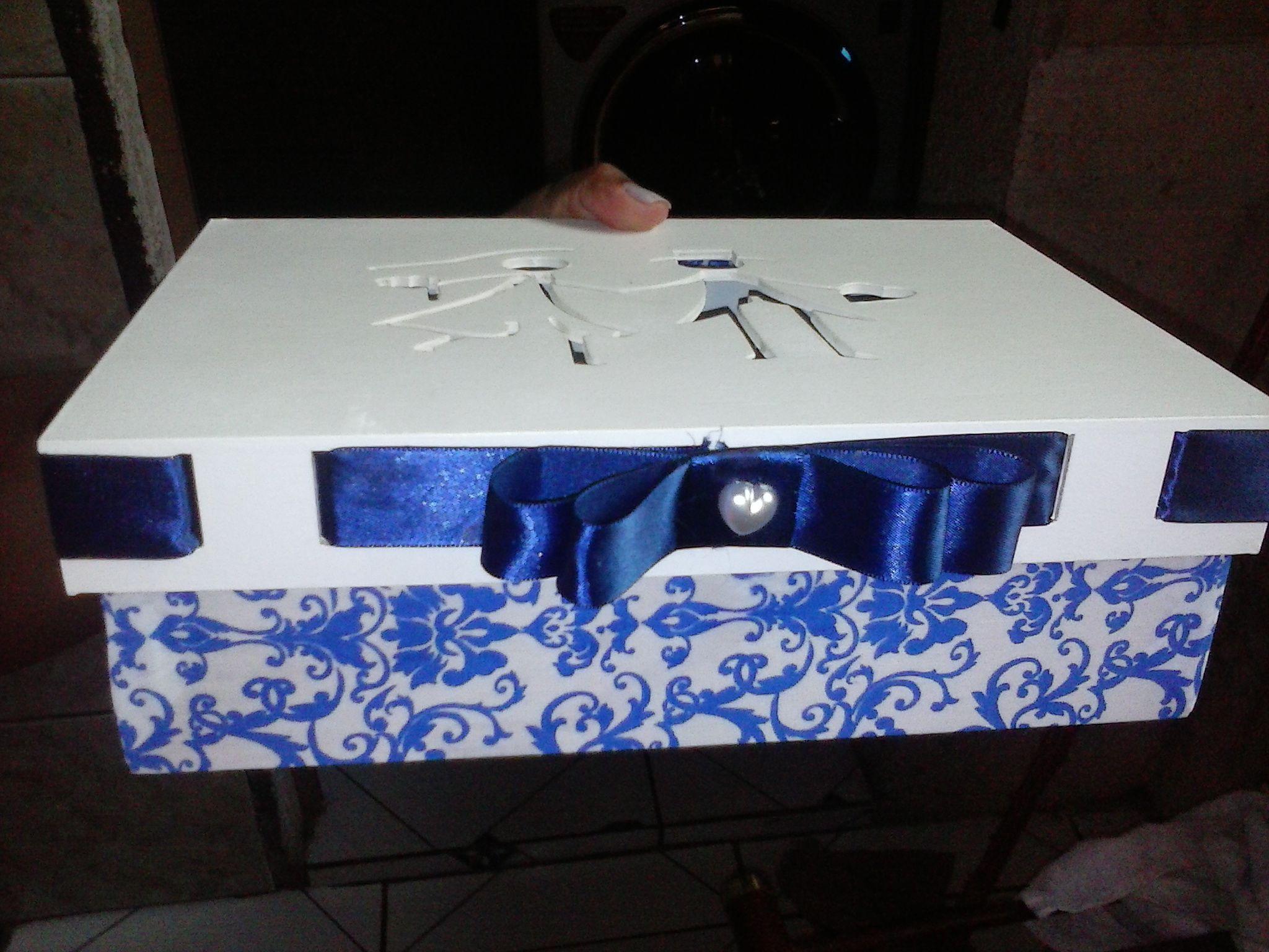 caixa de padrinhos encapada com tecido azul