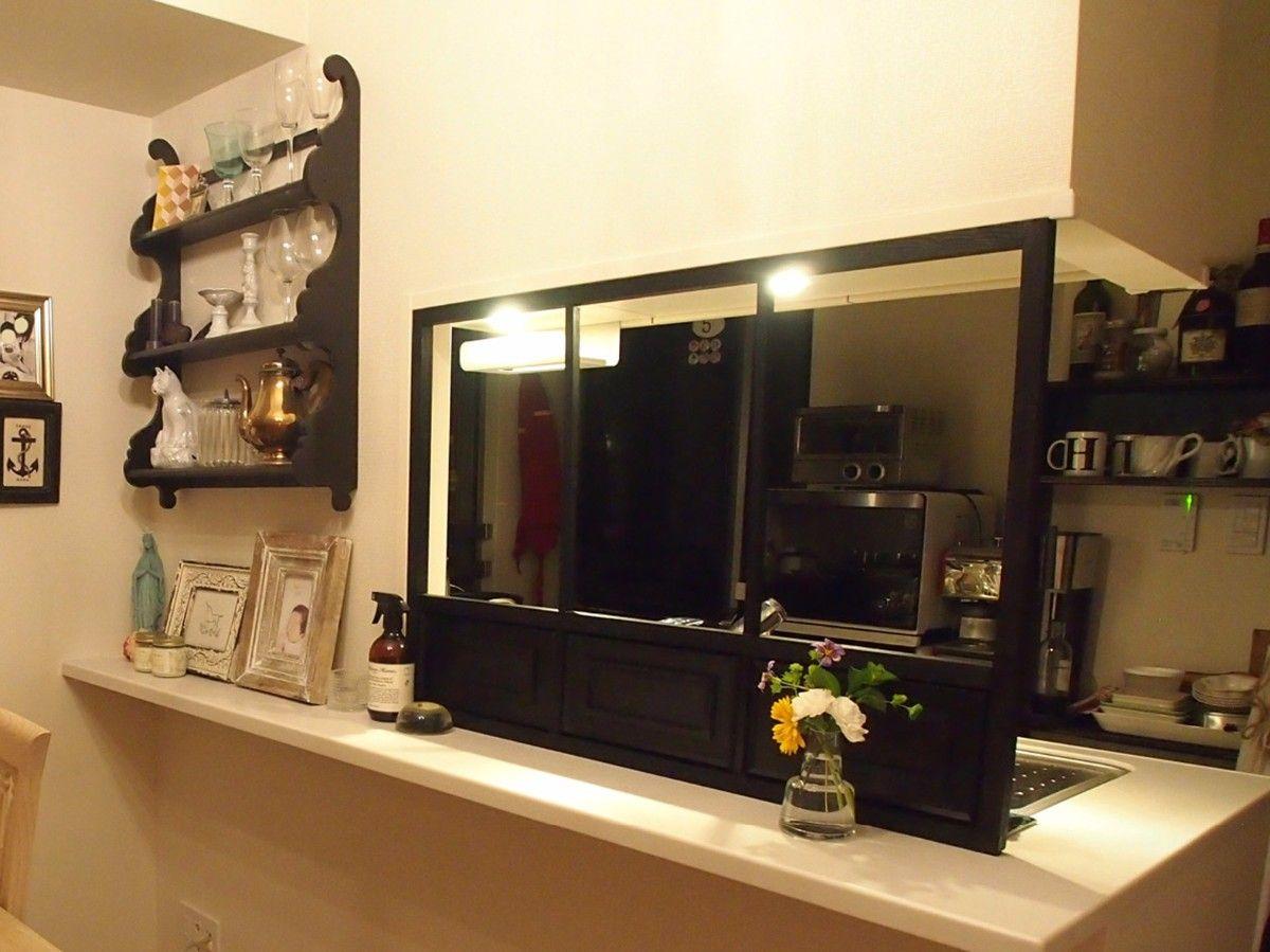 Diy初心者でも簡単 キッチンカウンターに目隠しも兼ねたおしゃれ窓枠の作り方 リビング インテリア Diy キッチンカウンター キッチンカウンター上収納