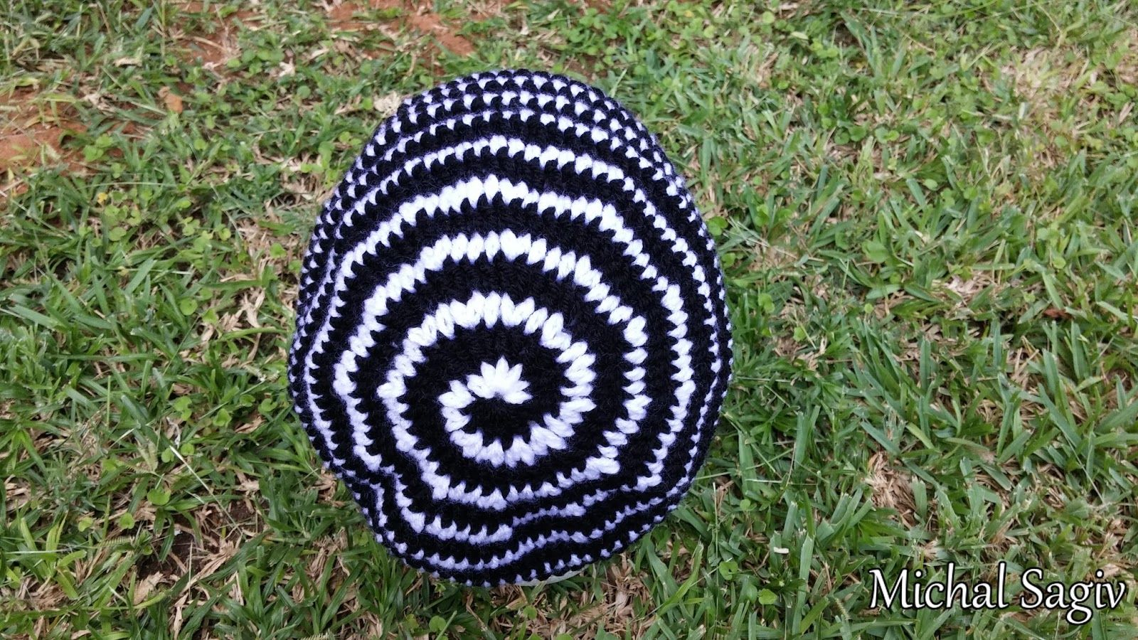 Crochet mind crochet reversible spiral beehive unisex hat black crochet mind crochet reversible spiral beehive unisex hat black white side made by michal sagiv link to video tutorial baditri Image collections