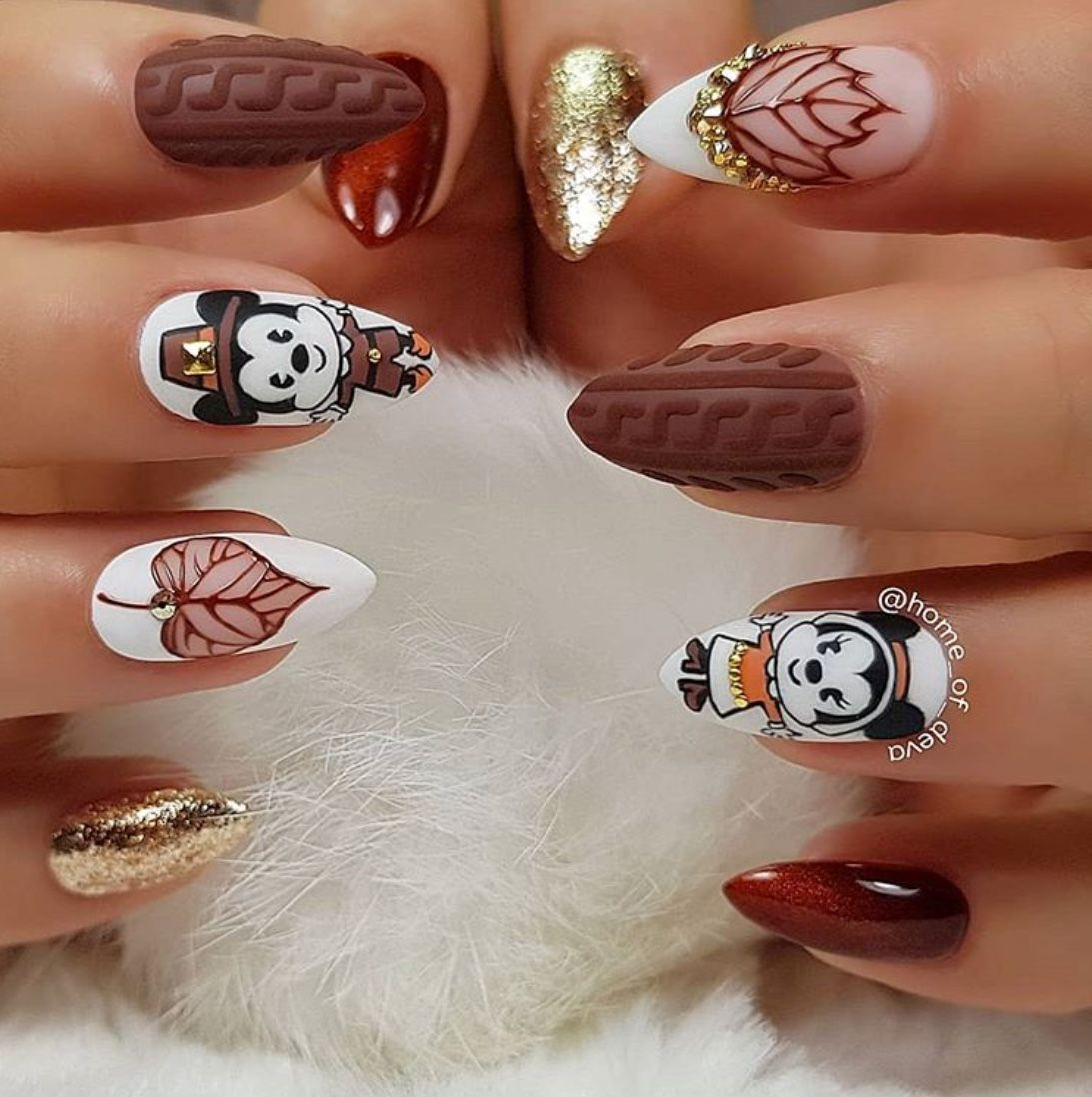 30 Stunning Thanksgiving Nail Design Ideas For 2020 The Glossychic In 2020 Thanksgiving Nail Designs Thanksgiving Nails Thanksgiving Nail Art