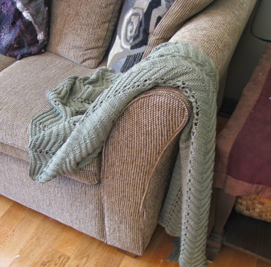 Sofa King Easy: This Blanket Knitting Pattern Is