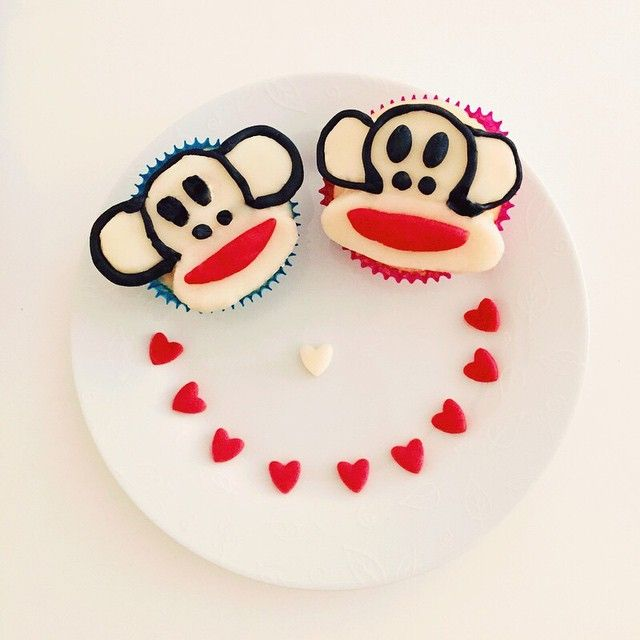 Love is in the air, and cupcakes are almost in our hands!