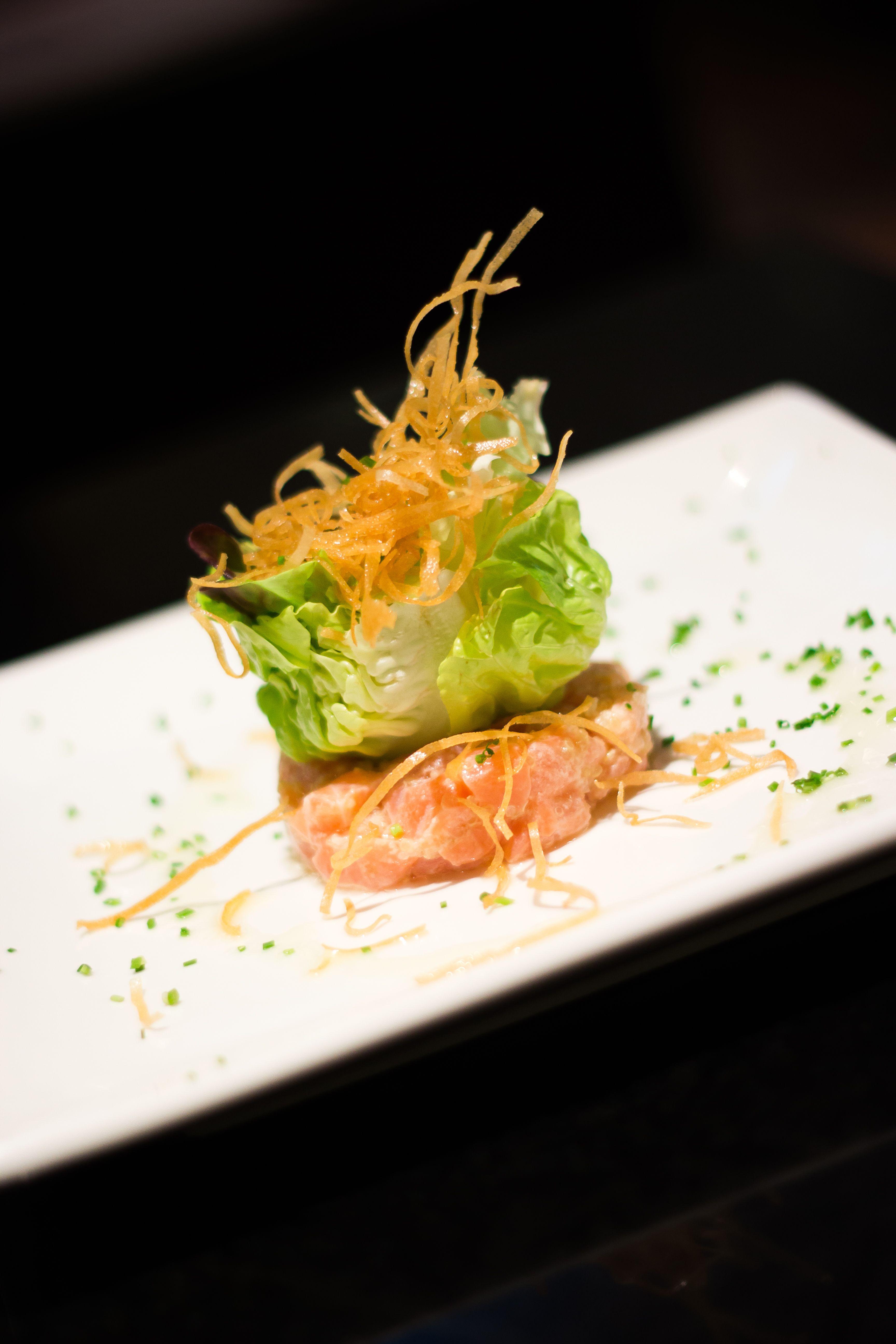 Salmon Tartar - Tartar de salmão com quinoa - TokYo! Restaurante Café Londrina #soutokyo #restaurante #japones #londrina #rodizio #japanese #food #chef #adriano #kanashiro #cooking