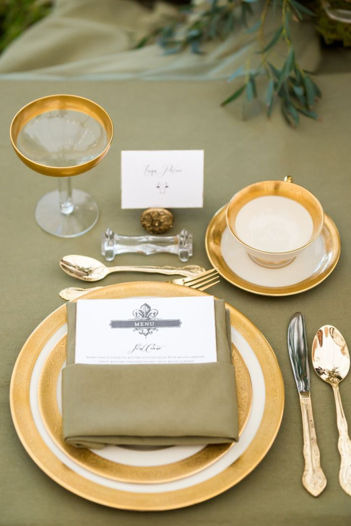 Classic Gold China Table Setting On Your #wedding Day. Canu0027t Go Wrong